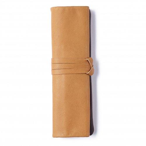 【METAPHYS/メタフィス】famm Roll Up Pencase /ロールペンケース (キャメル)
