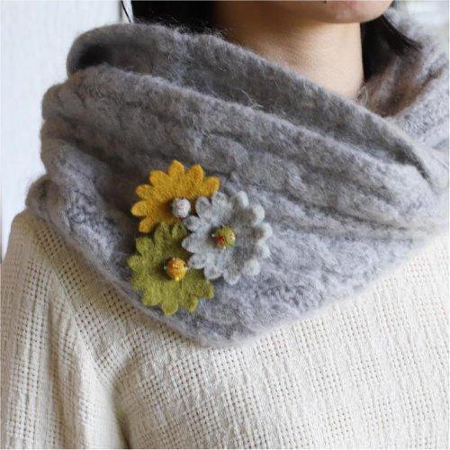 3つのお花のフェルトブローチ