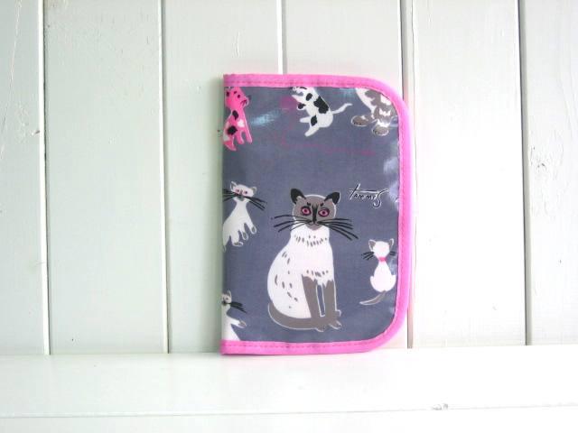 母子手帳ケース EHAKO 母子手帳ケース Mサイズ Ehako(エハコ) 母子手帳ケース キャッツ(ビニールコーティング) M