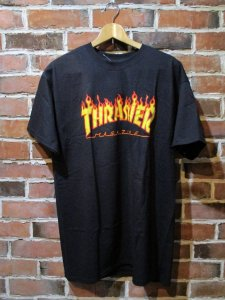 <img class='new_mark_img1' src='https://img.shop-pro.jp/img/new/icons1.gif' style='border:none;display:inline;margin:0px;padding:0px;width:auto;' />THRASHER  FRAME TEE BLK