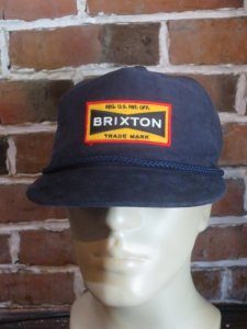 <img class='new_mark_img1' src='https://img.shop-pro.jp/img/new/icons1.gif' style='border:none;display:inline;margin:0px;padding:0px;width:auto;' />BRIXTON FUEL SNAP BACK