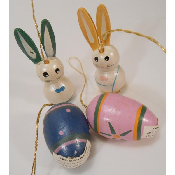 ヴィンテージ・イースター木製オーナメント・青とピンクのエッグとお耳が緑と黄色のうさぎさんたち・4個セット