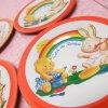 おままごと・お人形遊びアイテム・おもちゃ・ガラガラなど  ヴィンテージ 1970年代 Catch the Rainbow ブリキ製 おままごと用 プレート S