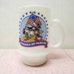 他ブランドミルクグラス  ミッキー & グーフィー &ドナルド America on Parade マグ A