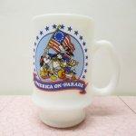 他ブランドミルクグラス  ミッキー & グーフィー &ドナルド America on Parade マグ B