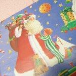 クリスマス ラッピングペーパー 青ベース サンタ とプレゼント