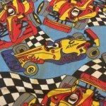 その他  レーシングカーとチェッカーフラッグ キッズ用 ファブリック