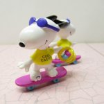 スヌーピー イースター ホイットマンズ PVCトイ スケートボード
