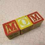 アルファベットブロック 木製 MOM
