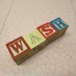 トランプ・パズル・ゲーム・塗り絵・ステンシルなど  アルファベットブロック 木製 WASH