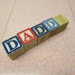 トランプ・パズル・ゲーム・塗り絵・ステンシルなど  アルファベットブロック 木製 DADDY