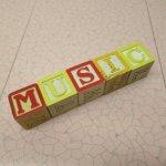 トランプ・パズル・ゲーム・塗り絵・ステンシルなど  アルファベットブロック 木製 MUSIC【A】