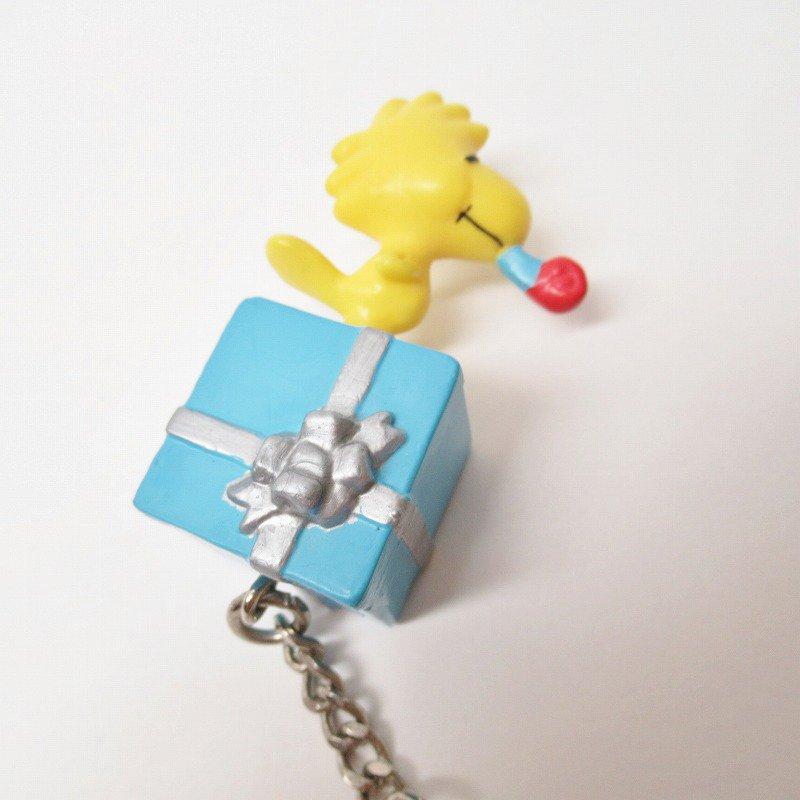 スヌーピー キーホルダー PVC製 ウッドストックとプレゼント【画像4】