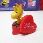 スヌーピー バレンタイン ホイットマンズ PVCトイ ウッドストックとチョコレートボックス
