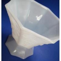 アメリカンミルクグラスブランド ファイヤーキング・ホワイト・グレープ柄・フッテッドプランターベース