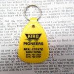 ファッション  ヴィンテージキーホルダー KIKO 黄 プラスチック製