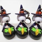 スヌーピー ハロウィン キーホルダー 黒の壷と魔女