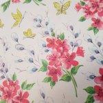 お花モチーフ  ヴィンテージラッピングペーパー 赤いお花と黄色の蝶々