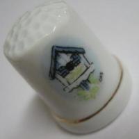 その他 ビンテージ・陶器製シンブル「ホワイト&ブルールーフ・バードハウス」
