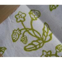 ローカルアーティスト ハンドメイド・Moon Tea Artwork「苺のお花と苺ちゃん」シルクスクリーン・生地はぎれ