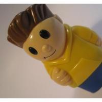 レゴ・プレイモビル・フィッシャープライスフィギュアなど 小さなフィギュア「黄色いパーカーの男の子」