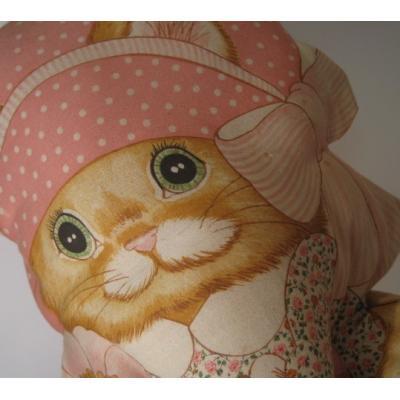 ぬいぐるみ ビンテージ・緑の目とピンクのお洋服を着た猫ちゃんラグドール