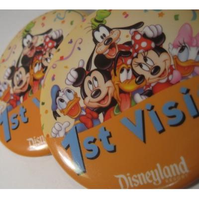 キャラクター ディズニーランド「1st Visit!」ミッキーとその仲間たちTIN缶バッチ