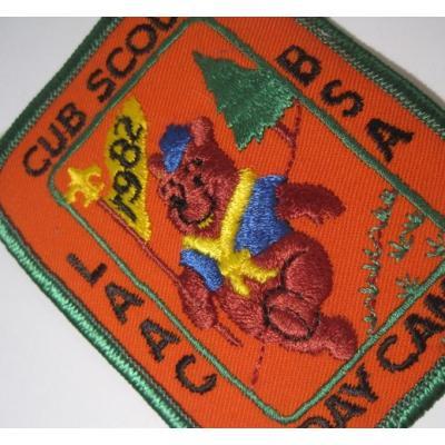 ハンドメイド用タグ&パッチ&アップリケ&ワッペン ビンテージソーイングアイテム「Cub Scout Day Camp 1982・プーさん・オレンジ」ワッペン
