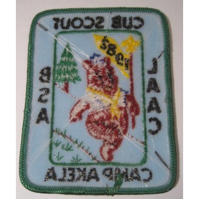 ビンテージソーイングアイテム「Cub Scout Camp Akela 1982・プーさん・ブルー」ワッペン【画像3】
