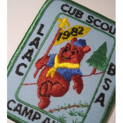 ビンテージソーイングアイテム「Cub Scout Camp Akela 1982・プーさん・ブルー」ワッペン【画像4】