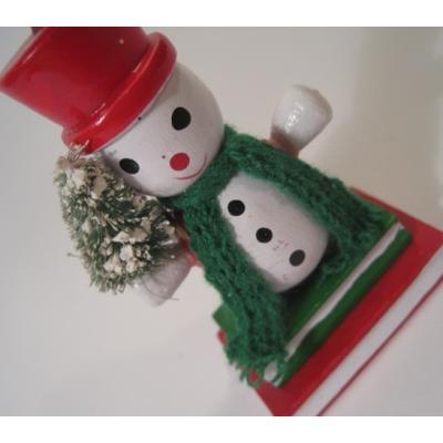 ビンテージクリスマスオーナメント「本の上のスノーマン・レッドの帽子」
