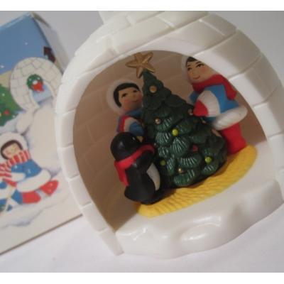 ヴィンテージ雑貨 AVON・エイボン・ボックス付・1983年Winter Fun・かまくら・クリスマスオーナメント