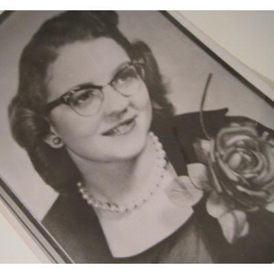 ジャンク雑貨 ビンテージフォト「バラのコサージュをした眼鏡の女性」
