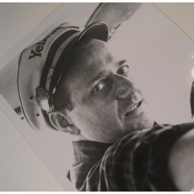 ジャンク雑貨 ビンテージフォト「帽子を被って振り向く男性」