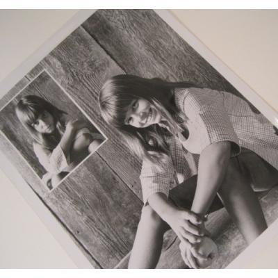 ジャンク雑貨 ビンテージフォト「りんごを持つ女の子」