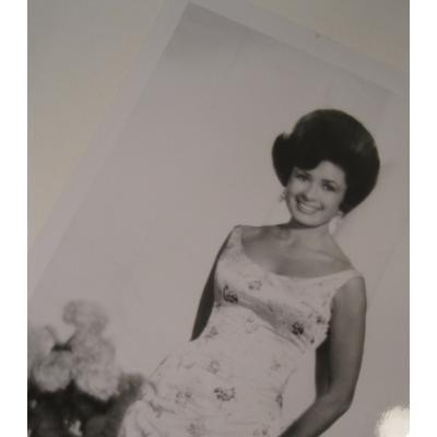 ジャンク雑貨 ビンテージフォト「フラワープリントのドレスを着た女性」