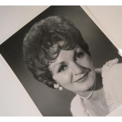 ジャンク雑貨 ビンテージフォト「パールのアクセサリーをしたショートカットの女性」