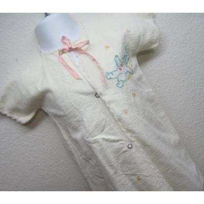 ベビー&キッズ 【新生児】ビンテージ・お月さまに乗るベイビー・刺繍・おくるみ