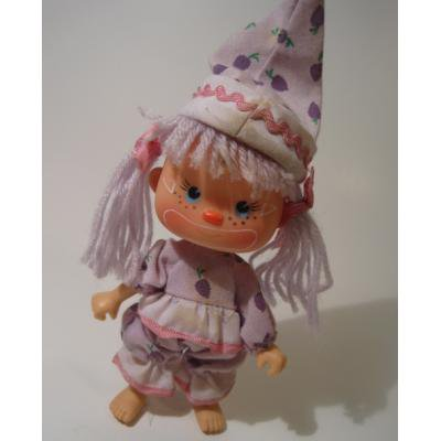 ピンクのリボンをつけたピエロコスチュームの女の子