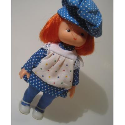 お人形 青いタイツと青白ドットのお洋服と帽子をかぶる女の子ドール