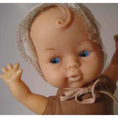 お人形 ブラウン&ベージュを着た赤ちゃんドール