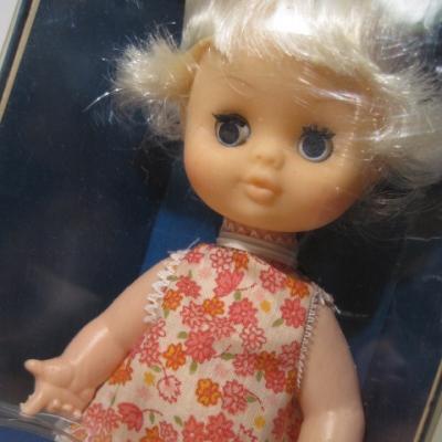 お人形 オリジナルボックス付・Tiny Toddles・おねむり人形・ピンク系小花のワンピ