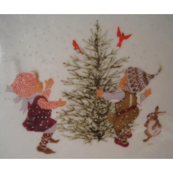ホーリーホビー・1973年クリスマスプレート・ツリーと少年少女とうさぎさん・未使用未開封【画像3】